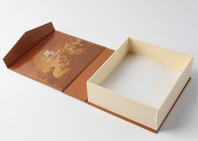Magnetic Closure Printed Packaging Boxes Art Paper WIth Giltter Glossy Lamination